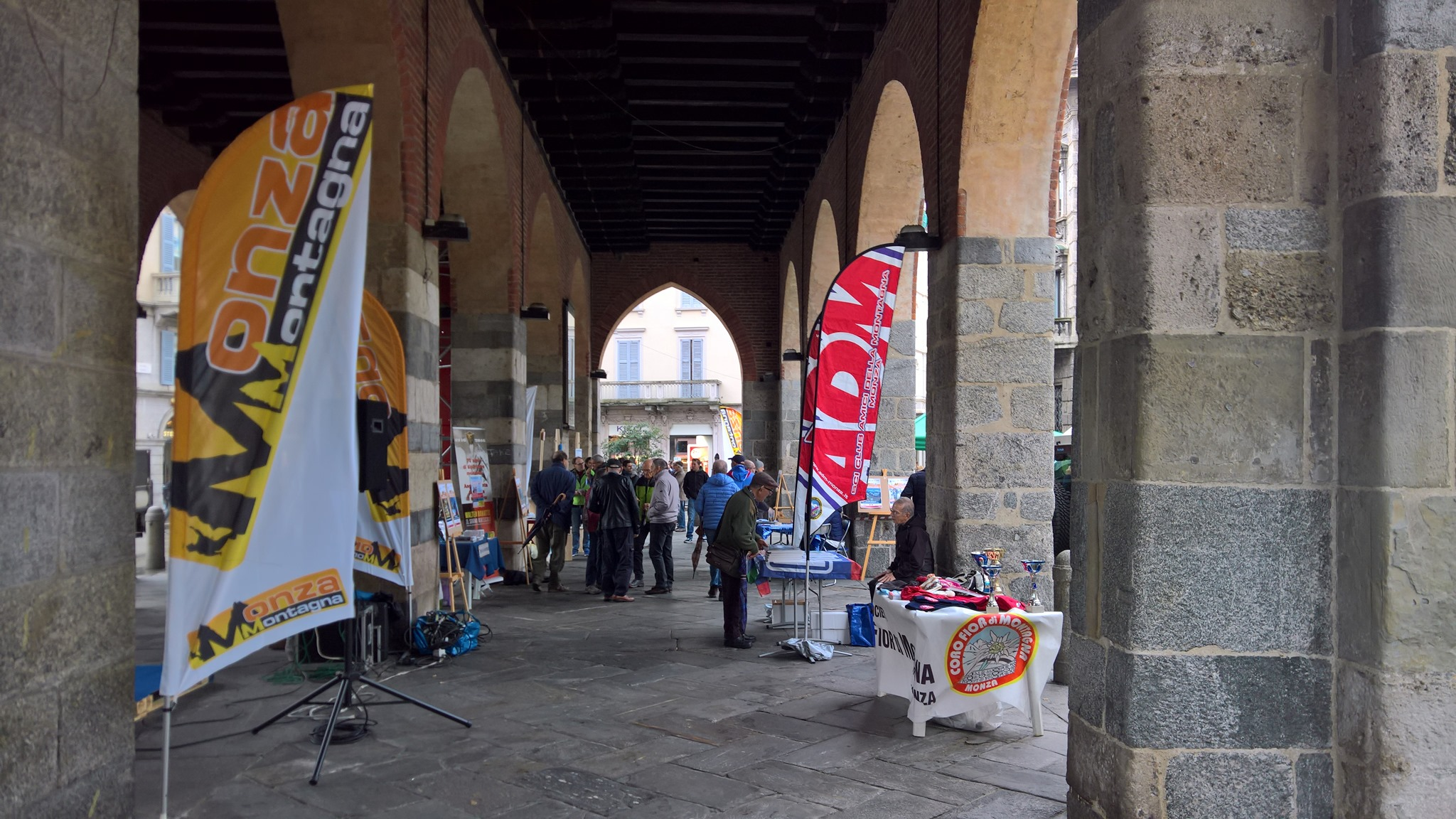 Montagna in Piazza sabato a Monza