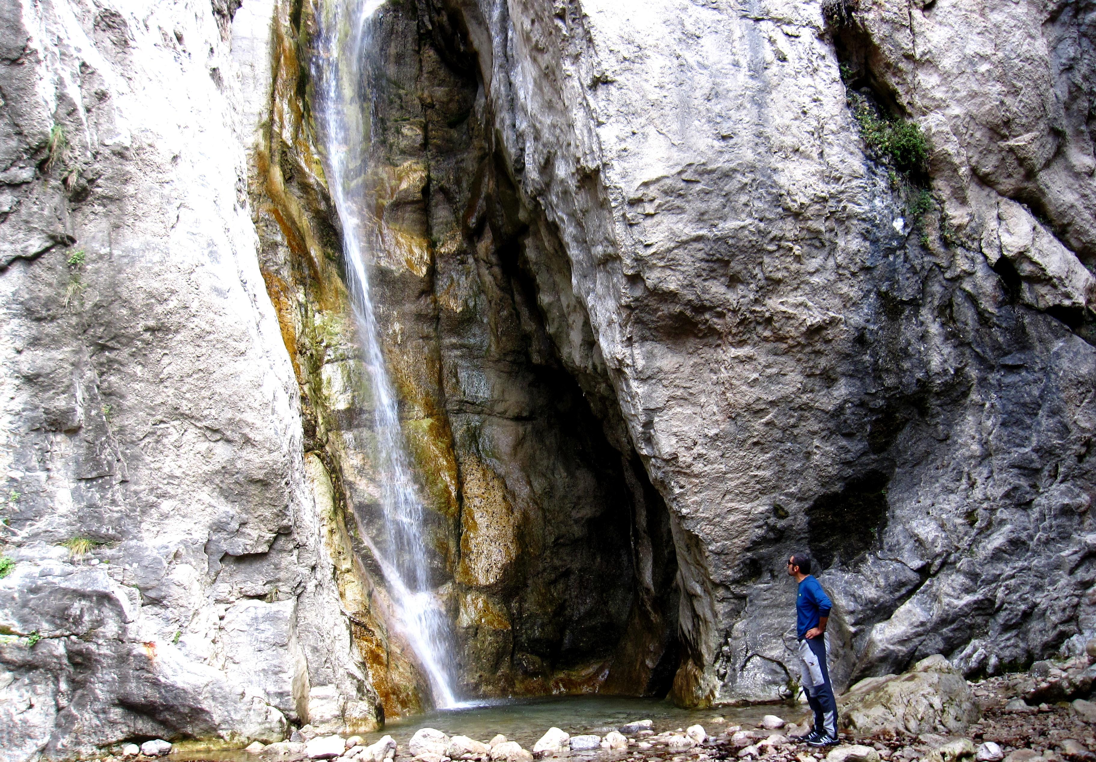 Camminata e yoga alla cascata del Cenghen