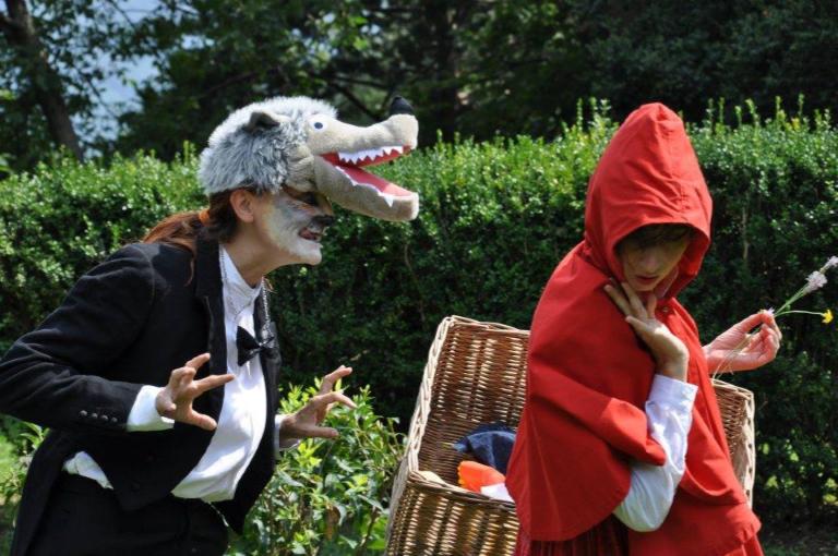 Cappuccetto e il lupo nel Parco dell'Adamello