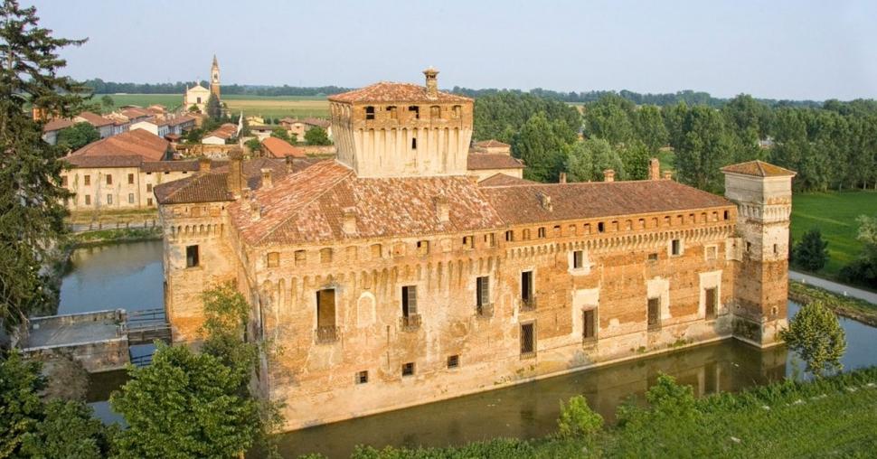 Alla scoperta del Castello di Padernello di giorno e di notte