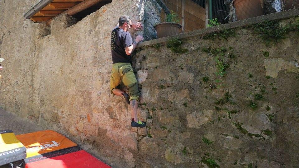 Street boulder protagonista con Ardesio si blocca
