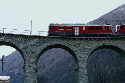In carrozza, sul celebre Trenino Rosso