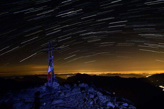 San Lorenzo, camminata sotto le stelle