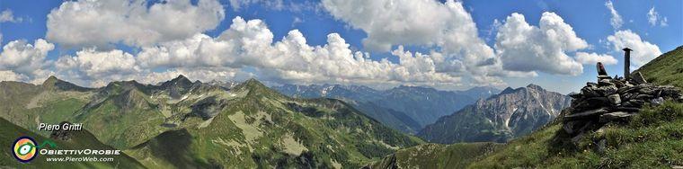 36226_72-vista-panoramica-poco-sotto-la-vetta-di-cima-di-lemma-_2348-m_jpg.jpg