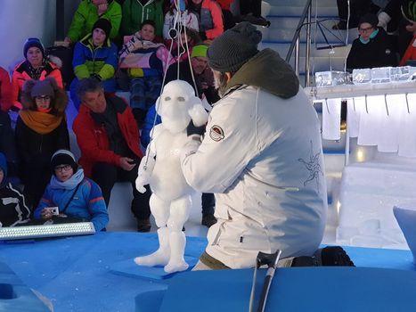 Marionette di ghiaccio emozionano sul Presena