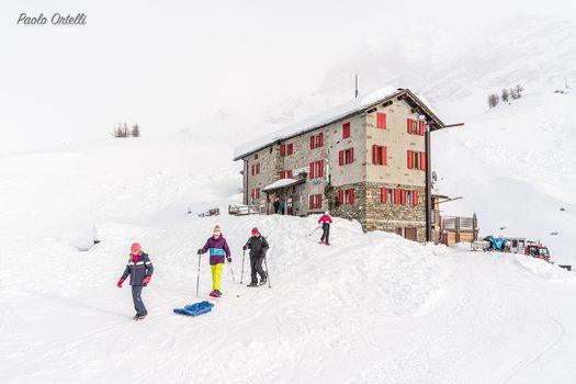 Con la neve al rifugio Cristina