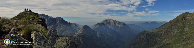 36673_20-cima-delle-galline-_2131-m_-con-vista-sulla-valle-di-roncobello_mezzeno-con-arera-e-mennajpg.jpg