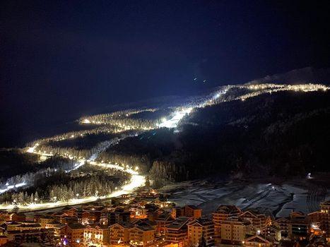 Sci alpinismo sulla pista illuminata più lunga d'Europa