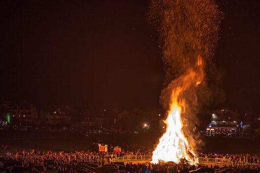 Il fuoco illumina la Notte nera di Livigno