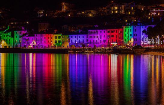 Luci e colori tra i borghi del lago di Como