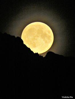 Spunta la luna dal monte Legnone...