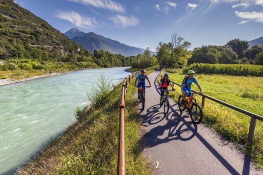 Il Sentiero Valtellina riapre e si rifà il look