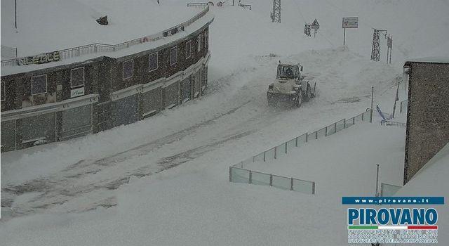 Nuova nevicata, passi chiusi