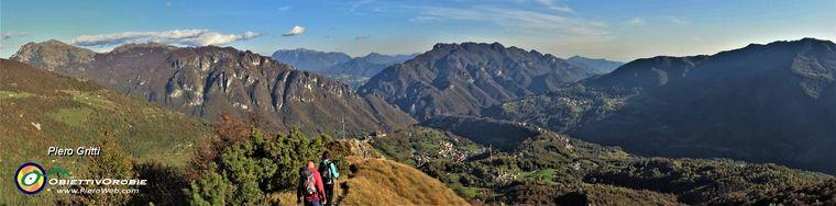 37017_65-scendendo-dalla-cima-all_anticima-con-splendido-panorama-sulla-val-taleggiojpg.jpg