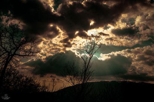 Pasqua, uno squarcio di luce tra le nostre fatiche