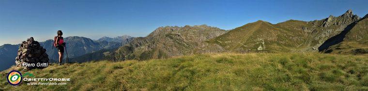 36868_26-dalla-cima-del-monte-avaro-_2080-m_-vista-panoramica-con-valletto-a-dxjpg.jpg
