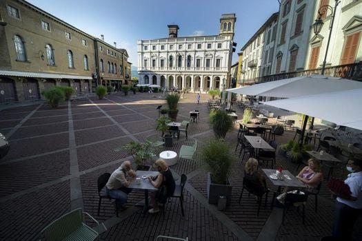 I dehors in piazza Vecchia rivitalizzano Città Alta
