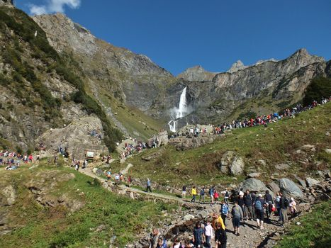 Valbondione, musica norvegese per la prima della cascata