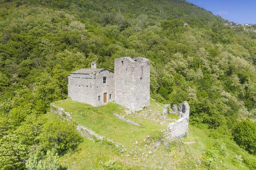 Da Traona al castello di Domofole