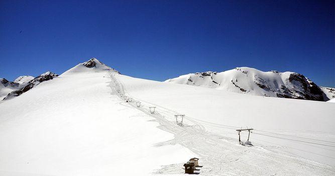 Stelvio pronto per lo sci estivo...con neve fresca