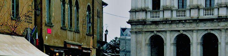 11879_bimbo-neve-e-piazza-vecchia