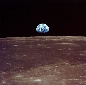 Una roccia lunare esposta a Busto Garolfo