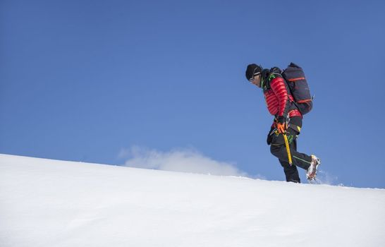 Nevica sul Kangchenjunga,Marco Confortola fermo a Campo 3