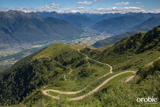 Dal monte Tamaro al Lema, una traversata tra arte e panorami