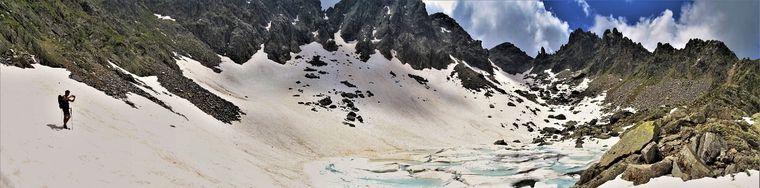38681_32-lago-del-vallone-_2226-m_-in-disgelo-con-vista-sui-corni-di-sardegnanajpg.jpg