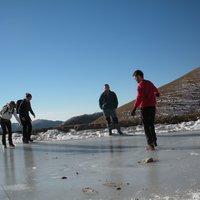 abbiamo rischiato di abbeverarci anche noi, le crepe nel ghiaccio si allungavano a vista d'occhio
